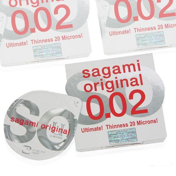 4-bao-cao-su-sagami-original-002-sieu-mong-deo-dai